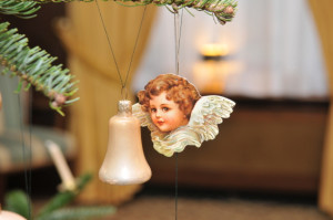 Engel am Baum